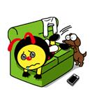 Buzza Buzzy & Toto นอนบนโซฟา